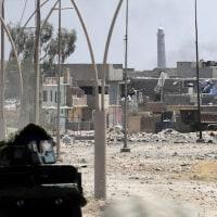 イラク・モスルで、ISが「国家樹立」宣言の場所であるモスクを爆破