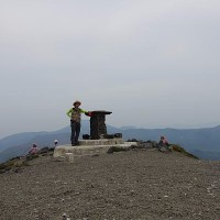 天孫降臨登山口から、コイワカガミの花を求めて、高千穂峰に登る。