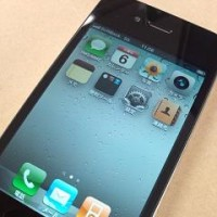 iPhone 4 。