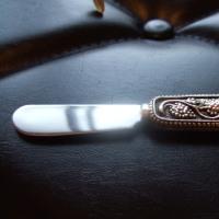 チーズを切り取るナイフ…的な