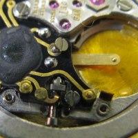 ピアジェのクオーツの巻き芯修理とオメガシーマスターの分解掃除です