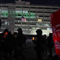<韓国報道>基地外沙汰2 駐韓米国大使館の壁にレーザービームで「NO THAAD」