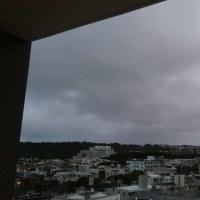 明け方の曇り空