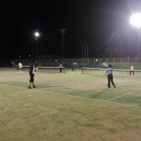 夜の楽しいテニス練習