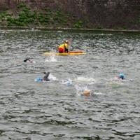 大阪城公園清掃探鳥会6月の日がトライアスロンでお堀で泳ぐ?