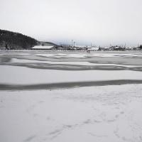 ★千鹿頭池 白いキャンパスの上に冬模様
