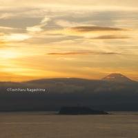 披露山の夕景 富士山と江ノ島が見える