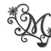 イニシャル「M」×お玉×八角をモチーフにした妻飾り