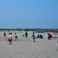 岩瀬浜は夏の始まり、カイトサーフィン、釣り、ビーチバレー、水辺の楽しみ・・・富山市・岩瀬浜海水浴場