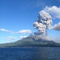 桜島火山噴煙4100メートル、噴石に警戒