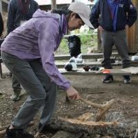 縄文時代の大工道具を使ってみる。