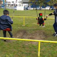 公園で遊びました。