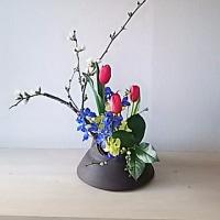 玄関にいけばな*「盛り花」から「投げ入れ」にへーんしん!