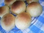 野菜ジュースで手捏ねパン。