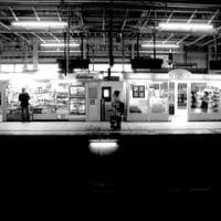 晩秋、仙台駅、午後三時。