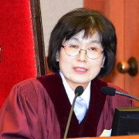 朴槿恵が罷免されたことを臨時ニュースで伝えた。朝鮮中央通信も憲法裁の決定から約2時間後に報道した。  (朝鮮新報)