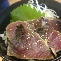 ザ・どん 本山店のかつおタタキ丼と味噌汁セット
