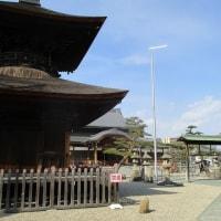 荒子観音寺で円空仏彫刻の稽古