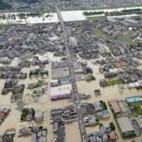 ★【西日本大雨:広島で被害大】・・・・・・市街冠水 脱線、崖崩が発生している!
