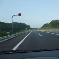 早朝の新名神高速道路