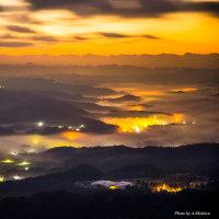 雲海の街明かり