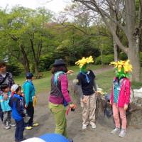 初め日本タンポポと外国から来たタンポポの違いを寸劇で学びました。