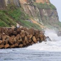 屏風岩と潮騒の狭間に立ちし 肉塊の憂い