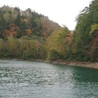 紅葉の日光菅沼の釣り