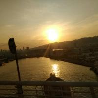 運河に夕陽が映って