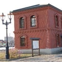 情報☆港文館と・・・・・・石川啄木像。■しらしらと氷かがやき 千鳥なく 釧路の海の冬の月かな。
