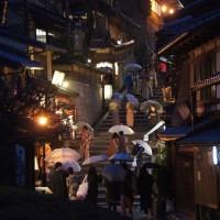着物に傘・京都三年坂