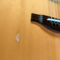 Reparação de guitarra para Moçambique(モザンビーク用のギターの修理)