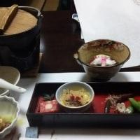 昨日の夕飯は、とんこつ醤油鍋、土曜日は近所の人達と会食