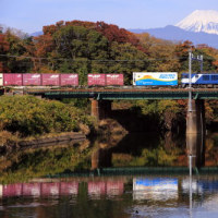 富士山と列車を撮っていたら、キヤ97がやってきました。