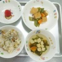 今日は入園と進級お祝いの献立でお寿司ご飯です。