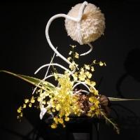 いけばな小原流展 華のおもてなし「白い秋」・・・・碓井 豊暎さんの作品