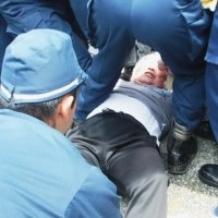 ゲート前阻止・抗議行動への弾圧と不当逮捕を糾弾する。