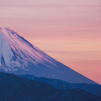 夕映えの冬の富士山
