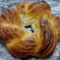 糸満の道の駅にある焼きたてパン「さんとのれ」の塩パンじゃなくて塩パイを食べてみる