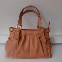 新しい鞄。