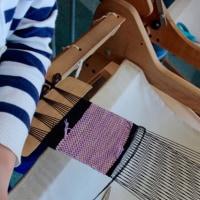 お母さんと手織りに来ました      竹島クラフトセンター