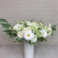 白いお花でクレッセントスタイル。