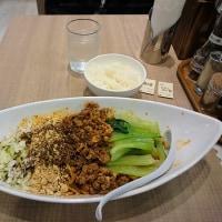 川崎・小星星麺 で 汁なし担々麺