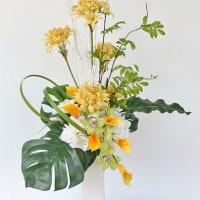 上品で華やかな造花のネリネアレンジ