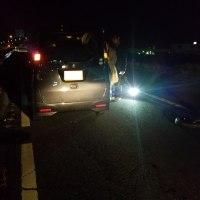 未明の国道で軽自動車のバーストによる出張タイヤ交換