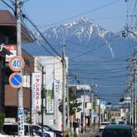 松本市内から見る常念岳