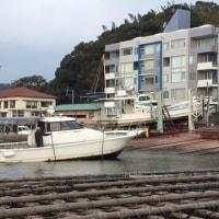 シャフト艇上架整備続く。シーズン前はほんとうに大忙しです。