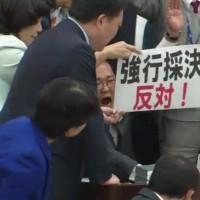 年金持続可能性確保法案、打ち切り動議可決し、採決、賛成多数で可決 蓮舫民進党今国会クライマックス
