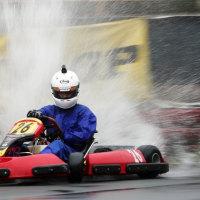 豪雨でもレース撮影! 水しぶきをどう捉えるかがテーマでした。