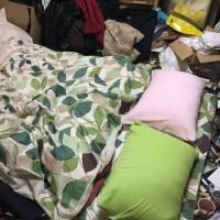 とりあえず、新しい「寝具」だけでも・・・ I had prepared the new futon for us......